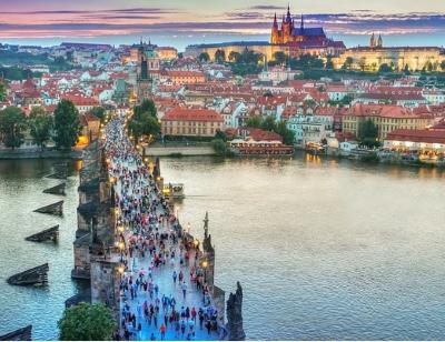 Die Karlsbrücke beim Sonnenuntergang