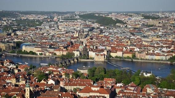 Aussicht vom Petrin Aussichtsturm auf Prag