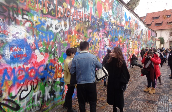 Die John Lennon Wall im Januar 2019