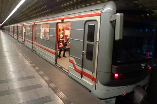 Metro Prag Karte.Nahverkehr Prag Tickets Entwerten Straßenbahn Und Metro U Bahn Prag